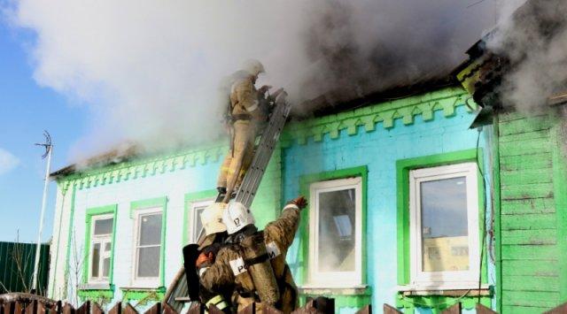 В приморском селе Камышовое пожарные потушили жилой дом