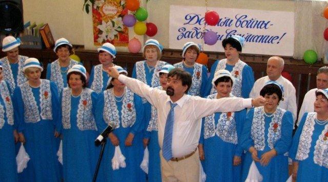"""""""我们想唱歌唱歌"""" ,《战争孩子》人民合唱团已经10岁了。"""