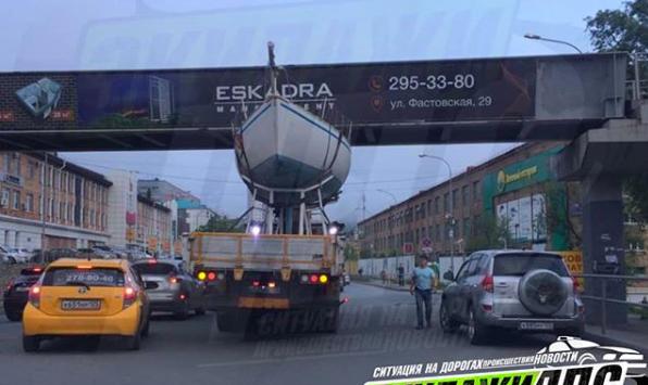 """Необычное """"дорожно-морское""""  ДТП зафиксировано во Владивостоке"""