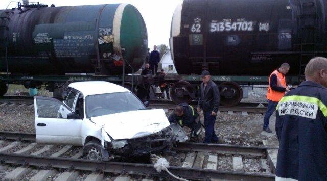 Пассажирский поезд и легковой автомобиль столкнулись на переезде в Приморье
